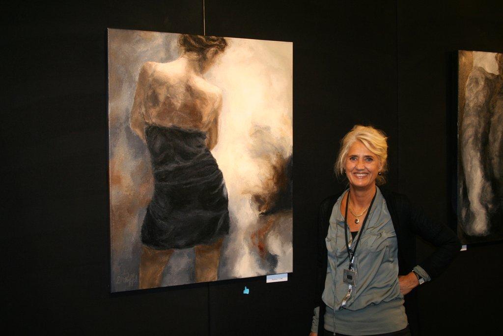 Linda Roffel Kunstschilder bij de stand tijdens de Nationale kunstjaarbeurs Amsterdam 2012